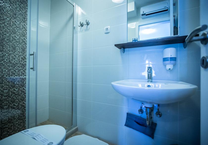 bernardica apartment slano bathroom
